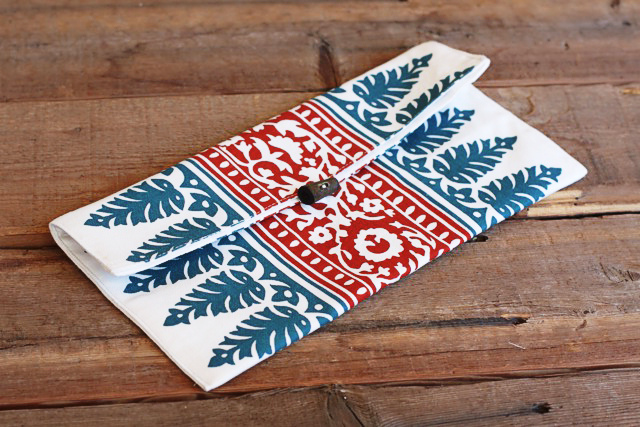 DIY placemat clutch by Lil Blue Boo
