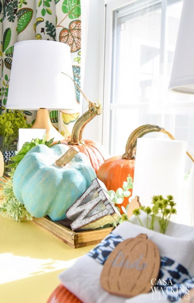 How to decorate a Thanksgiving buffet table