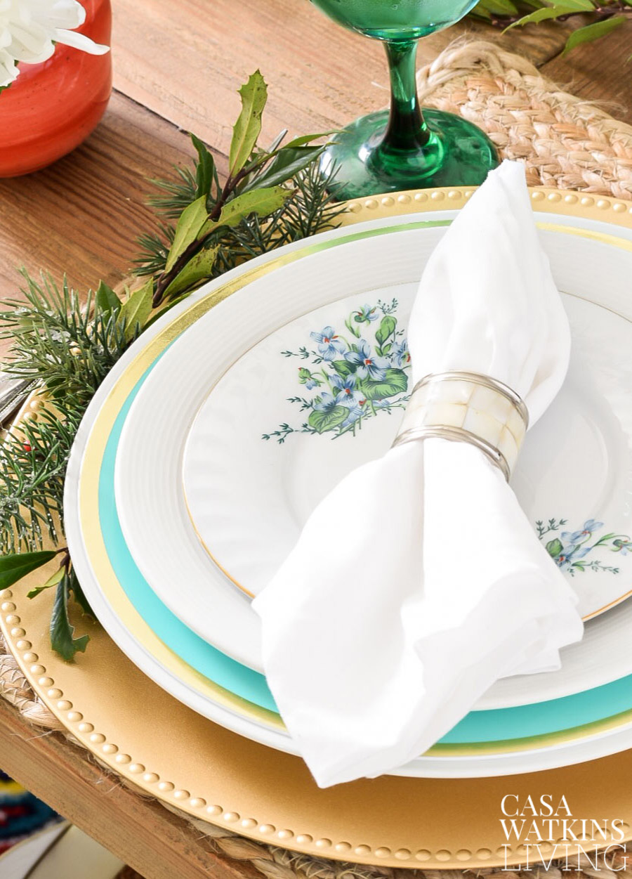 how to decorate holiday table