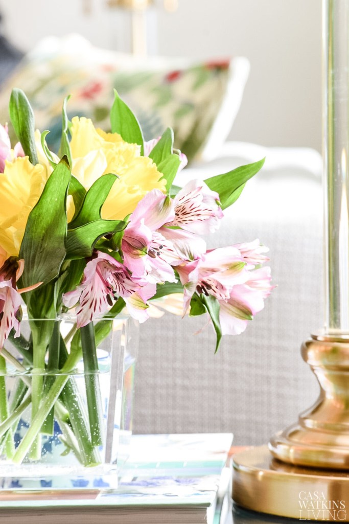 styling flowers in acrylic vase