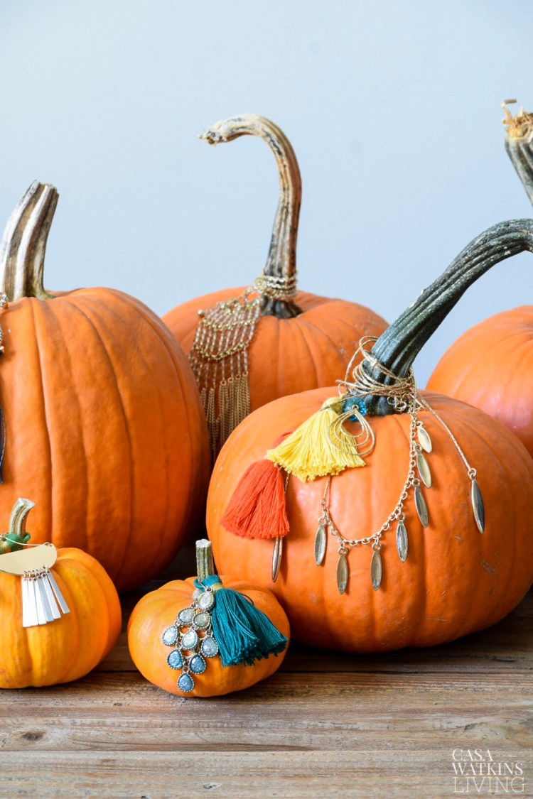 quick and easy diy jeweled pumpkins! Great for Thanksgiving centerpiece