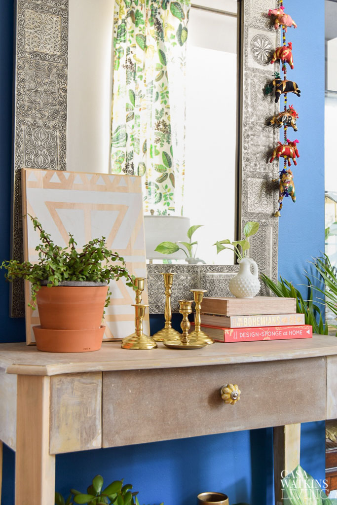 Tips for Decorating Your Entryway Table Year Round - Casa ...