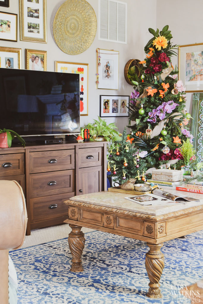 How To Decorate The Coffee Table For The Holidays - Casa ...