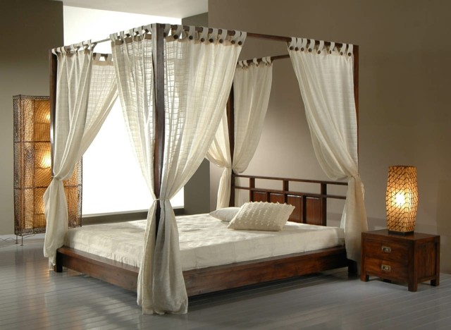 Dormitorios matrimonio con camas con dosel