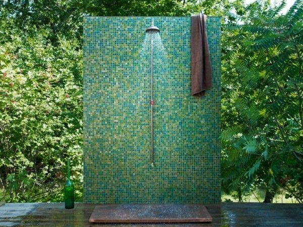Platos de ducha para el exterior un capricho refrescante