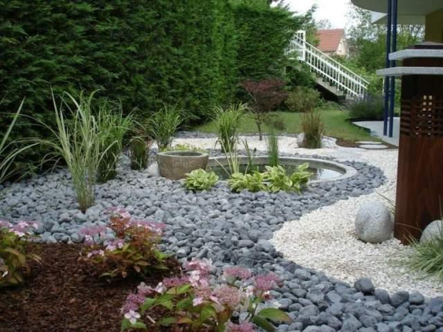 diseño rio piedras plantas jardin