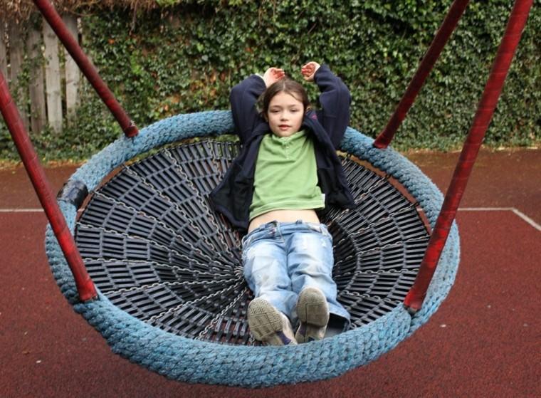Parques infantiles en el jardn para un verano divertido