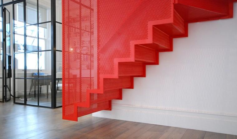 Escaleras colgantes vs escaleras suspendidas