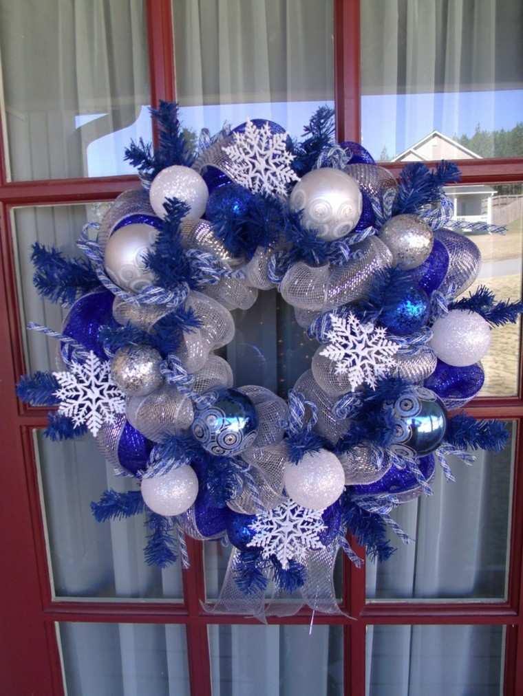 Azul y plata para un ambiente navideo fresco y elegante