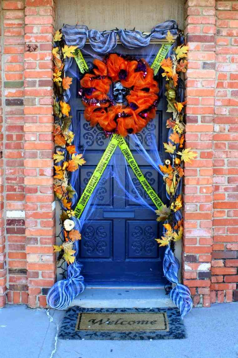 Puertas de entrada decoradas con colores de otoo