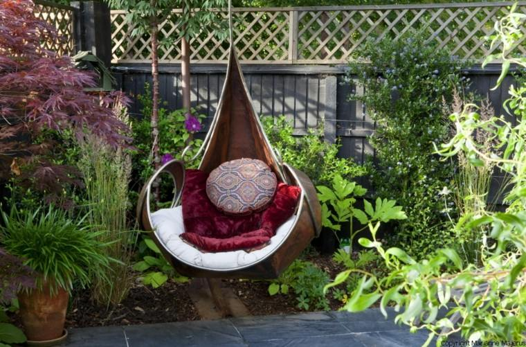 Columpio de mimbre para el jardn  el placer de balancearse