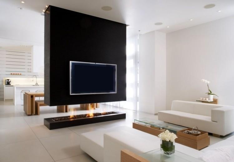 Chimenea de diseo moderno en la sala de estar