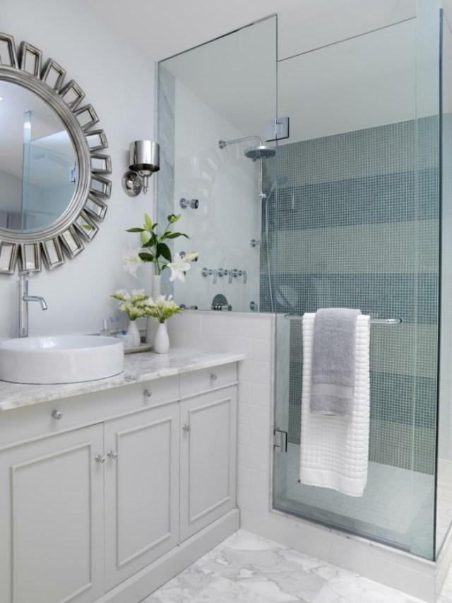 como decorar un baño pequeño y sencillo espejos metales