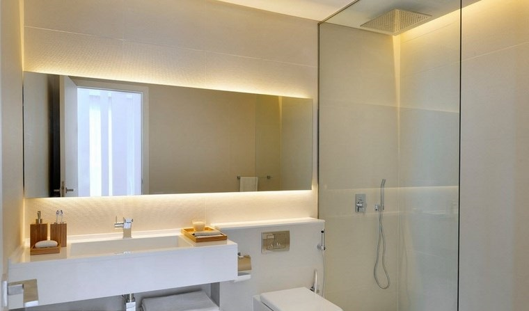reformar bano iluminacion espejo grande forma rectangular ideas