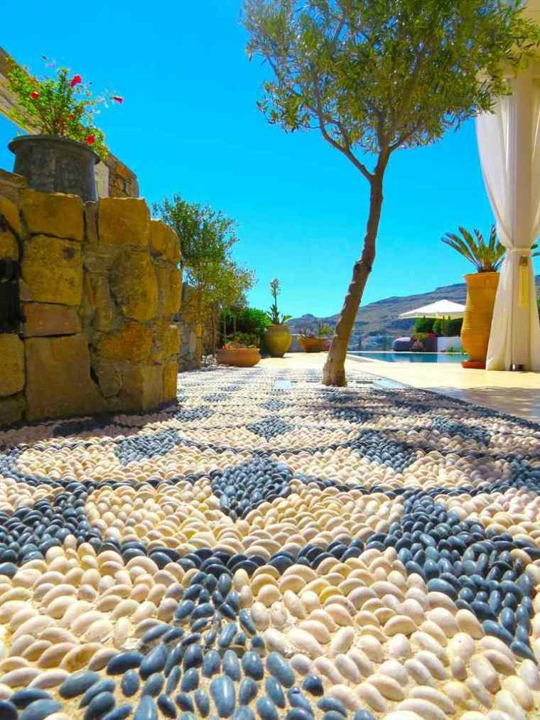 Mosaico de guijarros para decorar el jardn  ideas