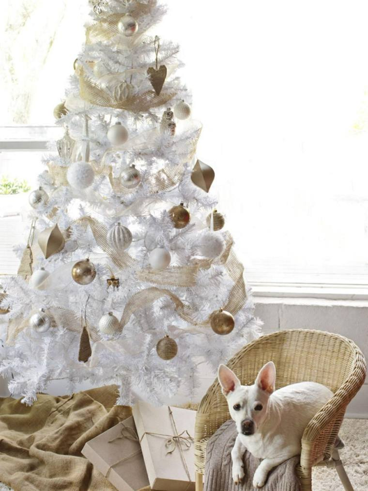 Cmo adornar un rbol de Navidad de manera creativa y