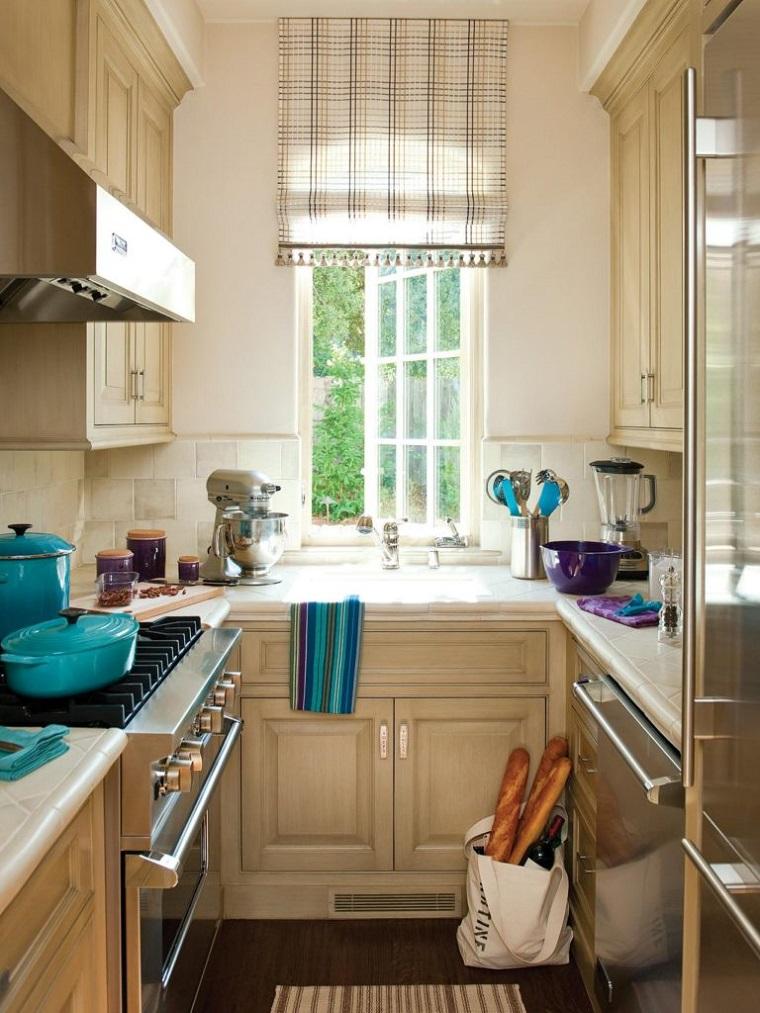 Cocinas alargadas  Ideas para aprovechar su espacios pequeos