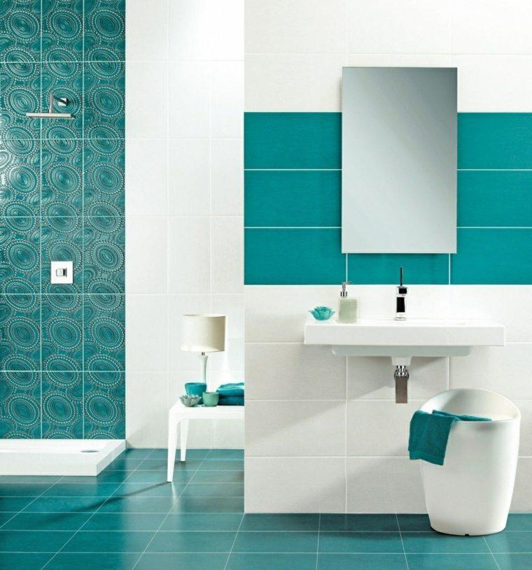 Baos modernos de color azul para unos espacios llenos de