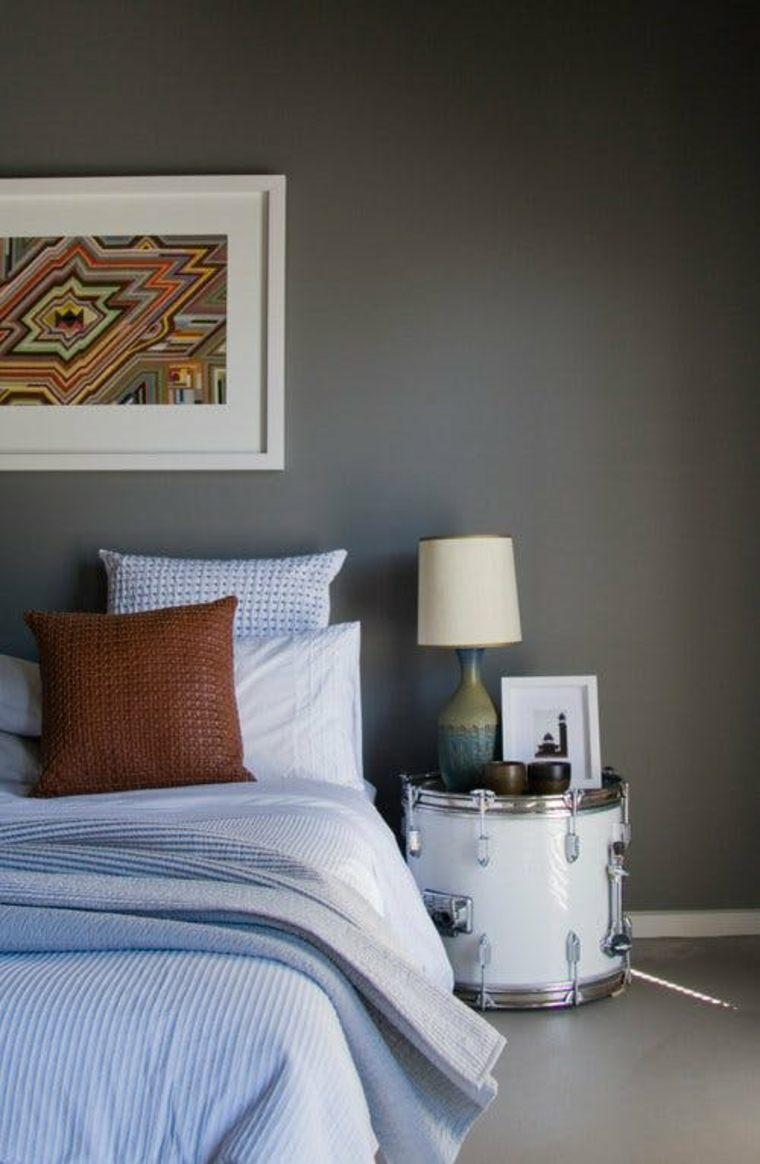 Mesa de noche flotante y otras ideas originales para ahorrar espacio en el dormitorio