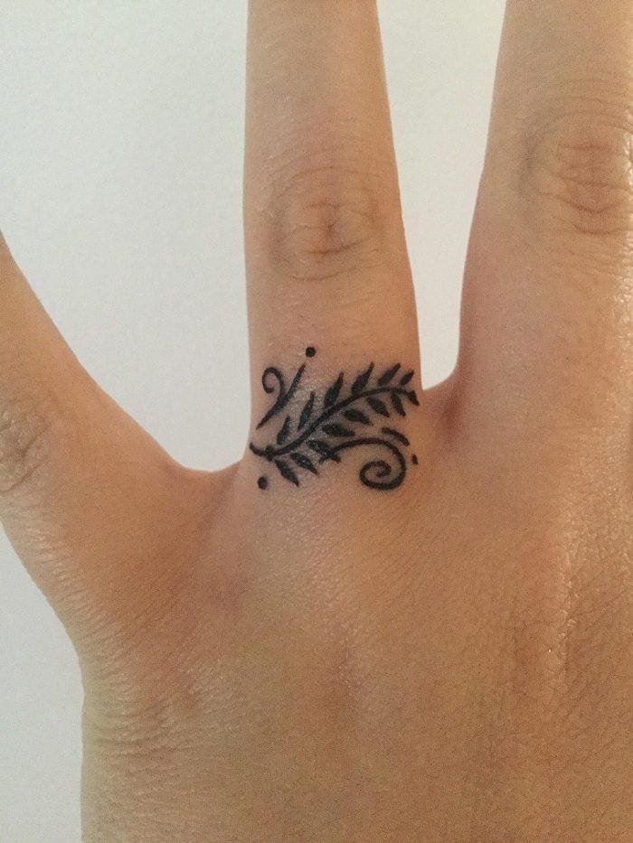 Imágenes De Tatuajes Pequeños En El Dedo 80 Ideas
