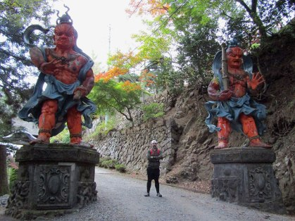 The Kongorikishi guard the entrance to Neno-gongen Temple