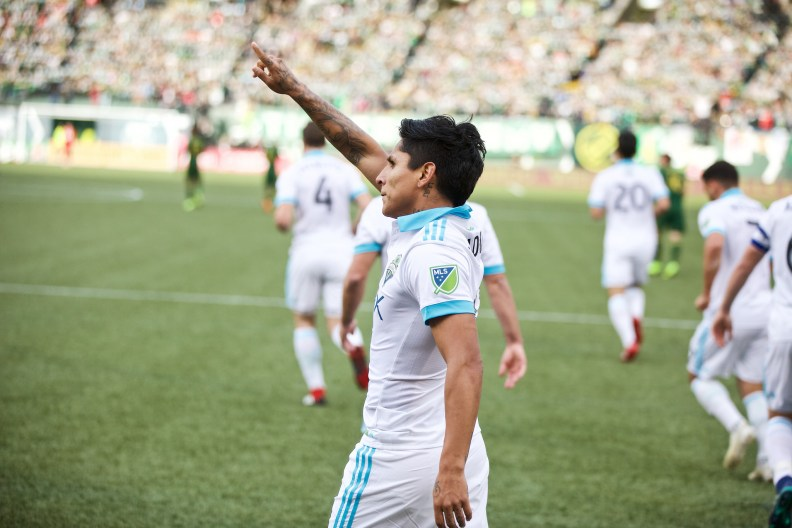 Raul Ruidiaz points to supporters