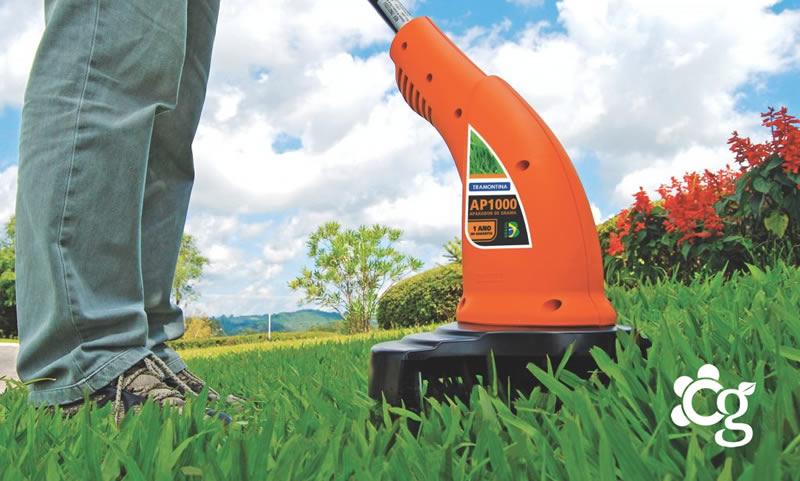 Manutenção de gramados em campos de futebol dentro de condomínios - Cascalheira Garden - Jardinagem e Paisagismo Camaçari