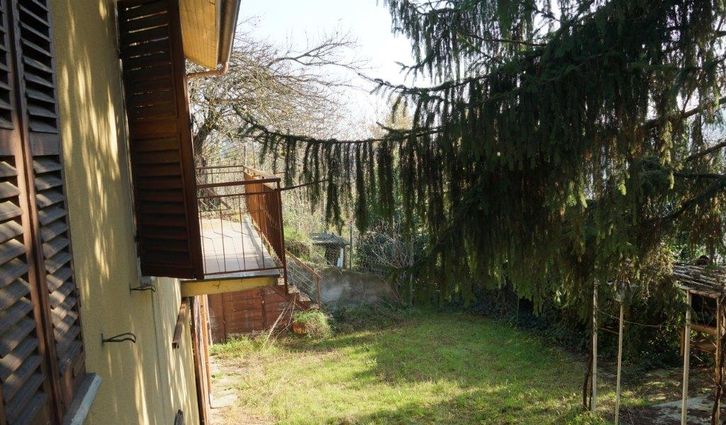 case-in-piemonte-piedmont-real-estate-panoramic-cascina-with-vineyard-9