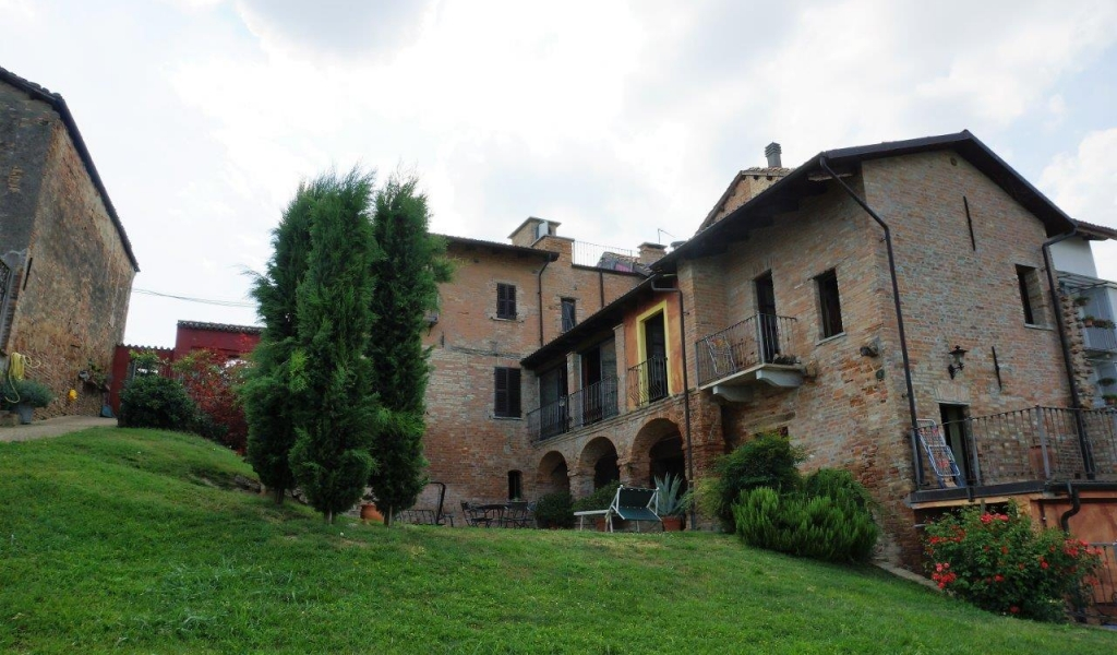 case-in-piemonte-piedmont-real-estate-classical-village-house-004