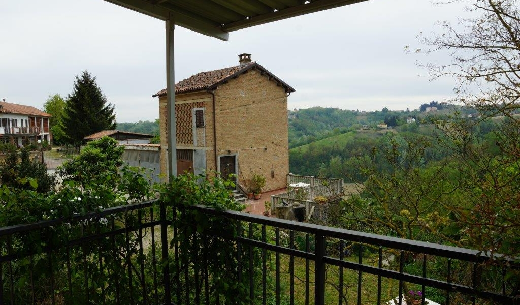 Magnificent cascinale with a view!