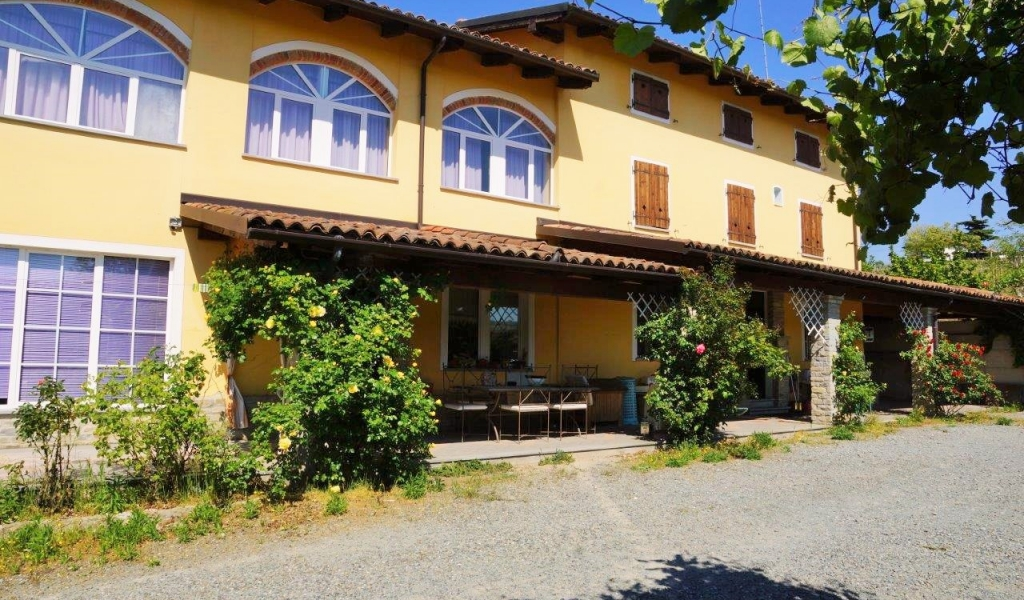 case-in-piemonte-piedmont-real-estate-property-surrounded-by-vineyards-001