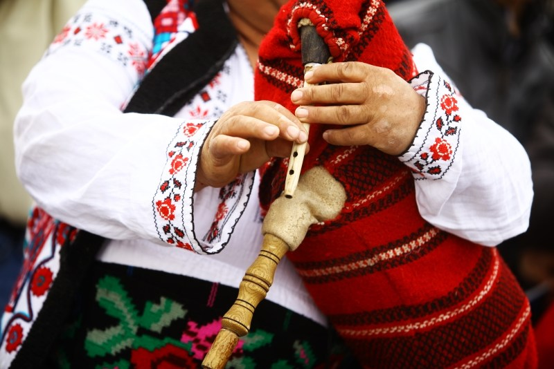 Romanian bagpipes - Countries for Kids - CASE OF ADVENTURE .com