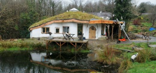 Casa hobbitului din natura
