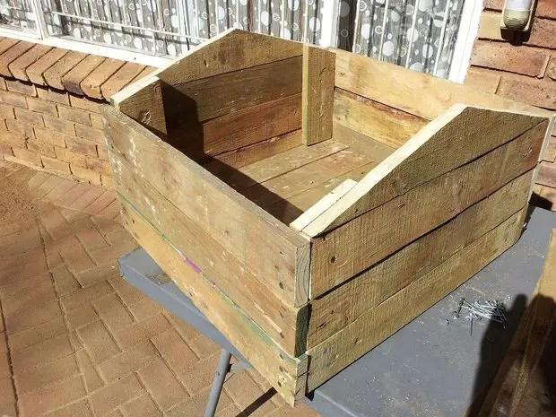 construirea unei custi de caine how to build a dog house with pallets 7