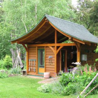 Construirea unei magazii din lemn in gradina