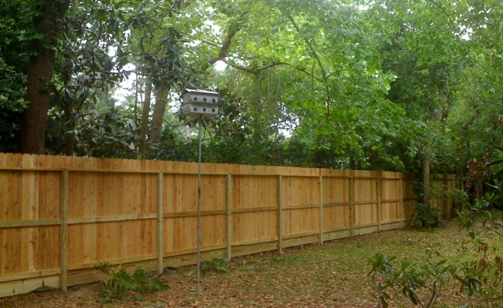 Construirea unui gard de lemn in gradina