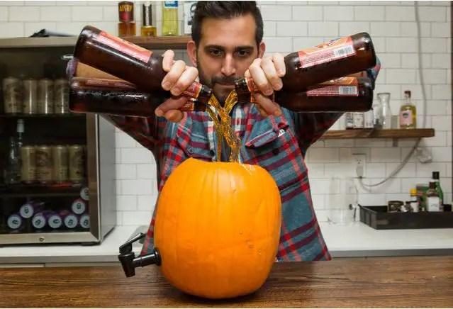 un butoias din dovleac making a pumpkin keg 6