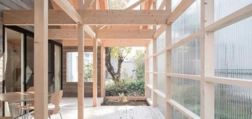 Casa din lemn si policarbonat din Japonia