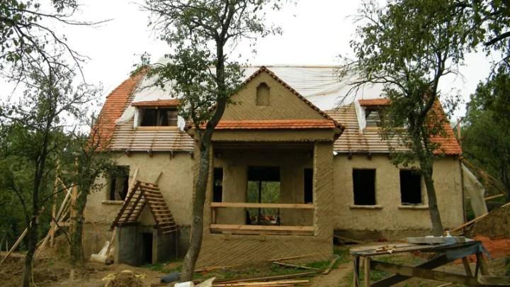case ecologice construite din lut Natural cob houses 4