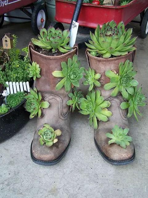 Decoratiuni din pantofi uzati