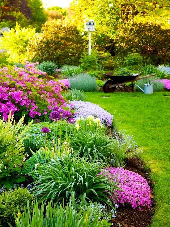 aranjamente de flori in gradina Garden floral arrangements 3