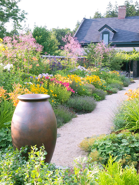 aranjamente de flori in gradina Garden floral arrangements 4