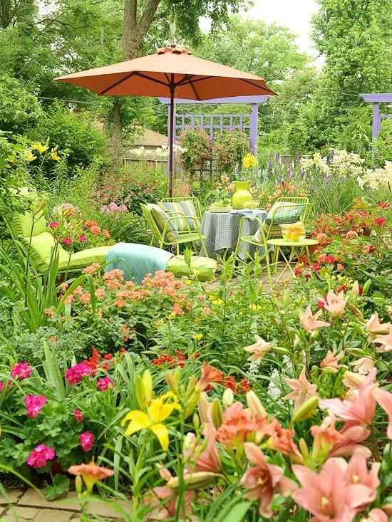 aranjamente de flori in gradina Garden floral arrangements 5