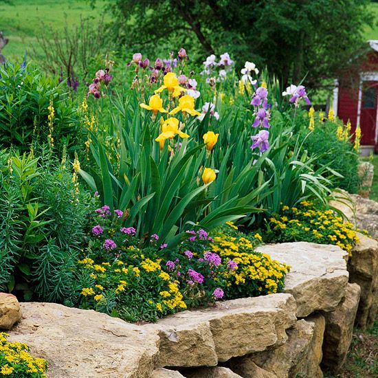 aranjamente de gradina cu pietre si flori Stone and flower garden design ideas 14