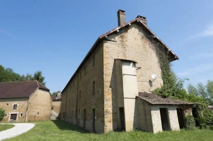 Renovate, vechile cladiri ar putea deveni destinatii turistice