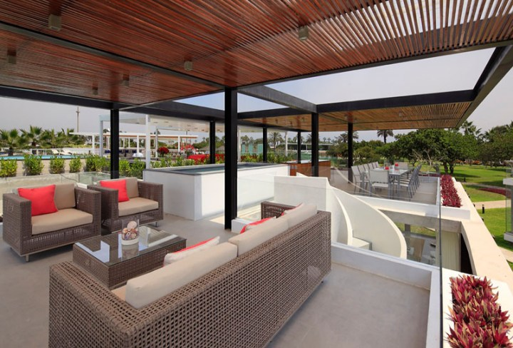 casa cu terasa pe acoperis The rooftop deck house 7