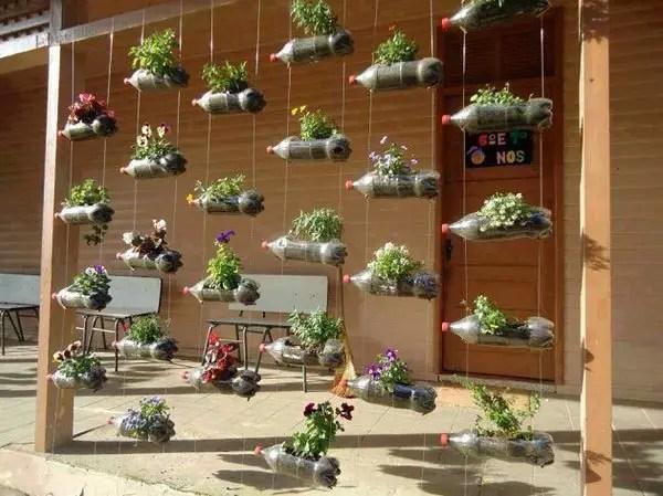 gradini verticale din peturi Plastic bottle vertical garden ideas 8