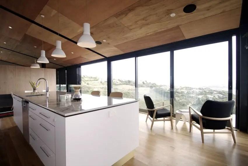Casa pasiva - interioare elegante, imbracate in lemn, deschise spre imprejurimi
