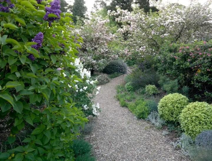 amenajarea gradinii cu pietris Pebble garden decoration ideas 21