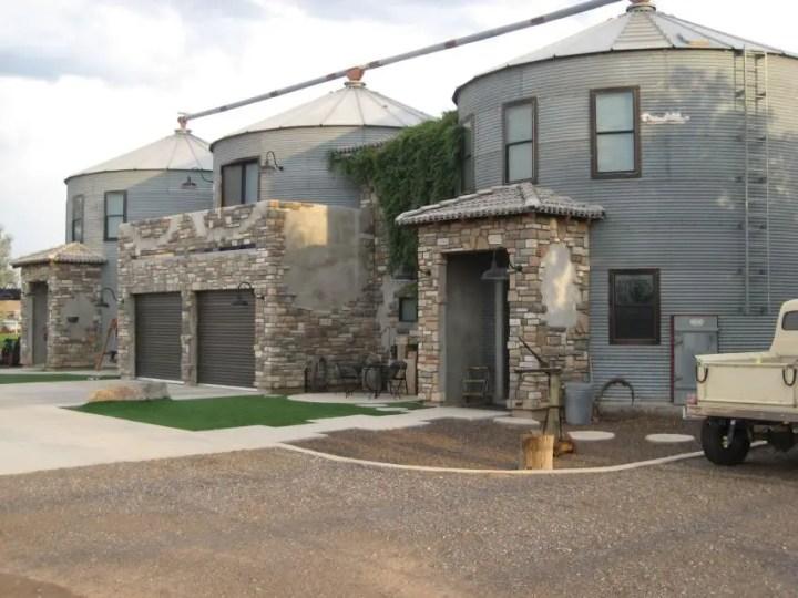 Casele din silozuri - accente rafinate din piatra
